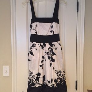💥DONATE SOON💥JUNIORS sz 7 black & white dress.